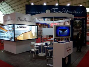Panel prefabricado aislante para la construccion de naves ganaderas, agrícolas e industriales.